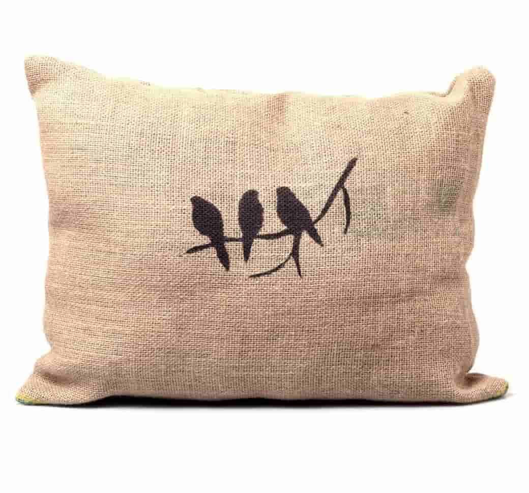 Cómo hacer un sillón con pallets y almohadones de tela de arpillera