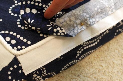 cosiendo de decoracion de telas para funda de almohadon de sillon