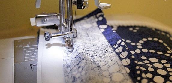 diseño de funda con telas de almohadon de sillon