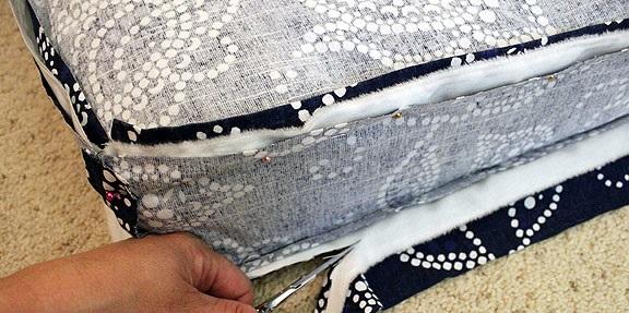 recortar excedentes de telas de funda de almohadon