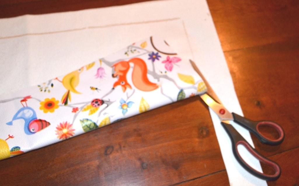 Cortar tela cuerina para hacer pizarra de tela