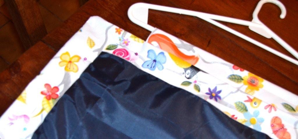Tela de pizarra con alfileres lista para coser