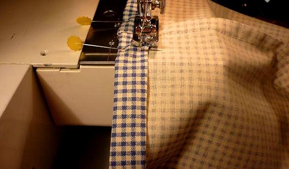 costura inferior de bolsas de tela