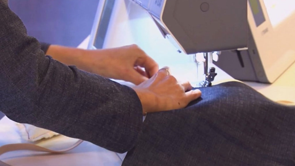 costura de la tela lateral del delantal
