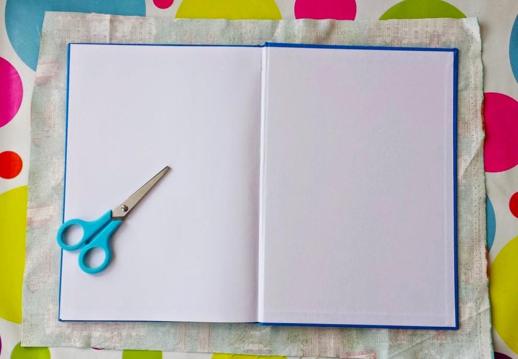 cuaderno de tela abierto