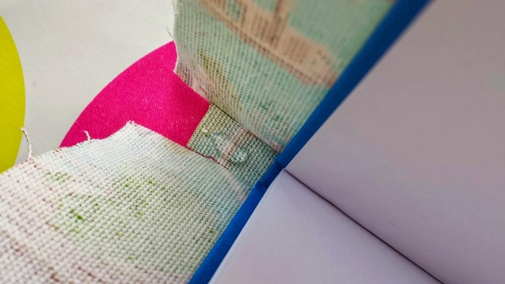 pegado de la tela del lomo del cuaderno