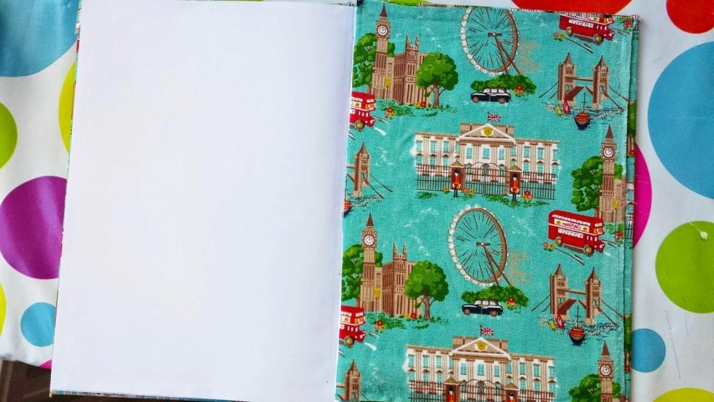 pegado de tela en tapa inerna de cuaderno de tela