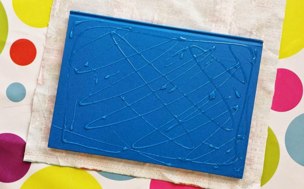 cuaderno de tela con pegamento