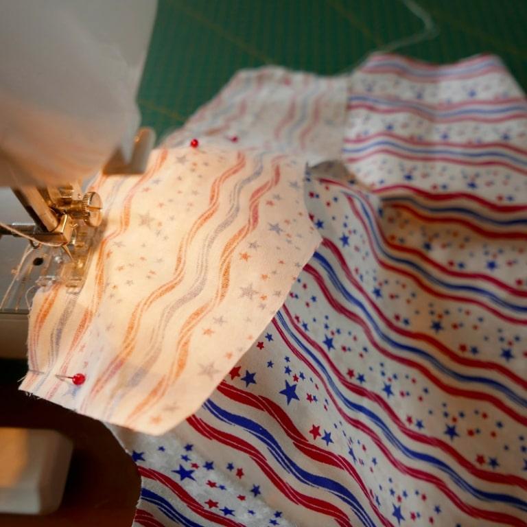 Costura de canesú en la espalda