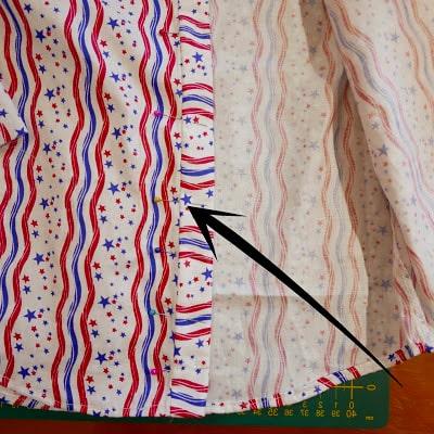 dobladillo intenro de la tela de las partes delanteras