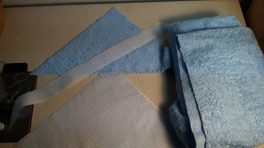 realización de capucha para toalla de bebé
