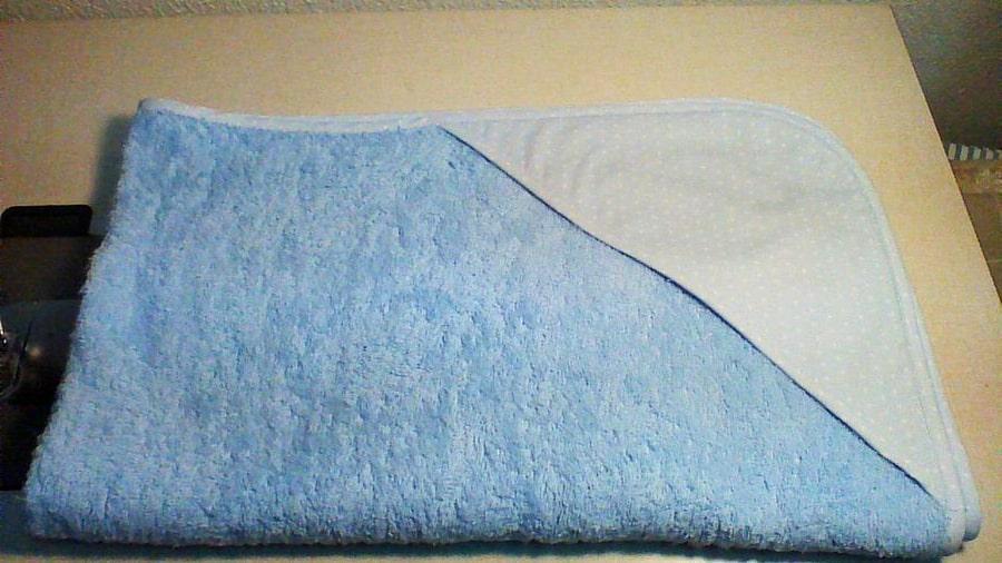 toalla con capucha de tela para bebé terminada