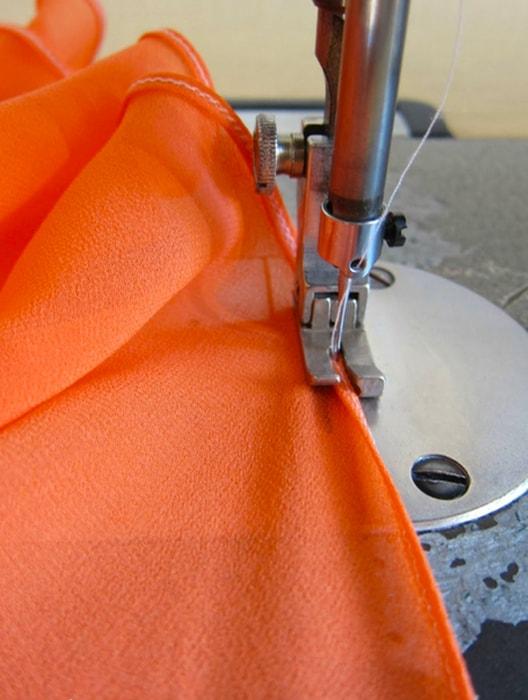costura de dobladillo para pañuelo de tela