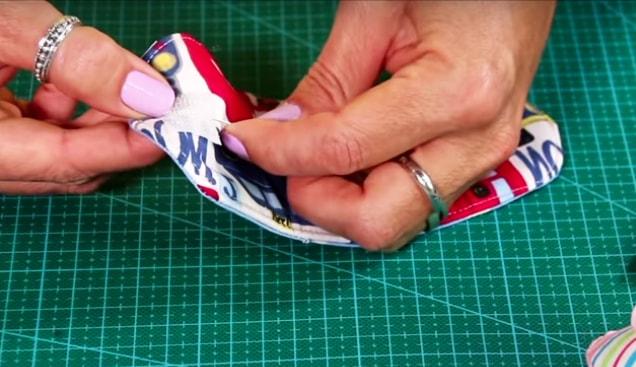 colocación de velcro para funda de tela para cables