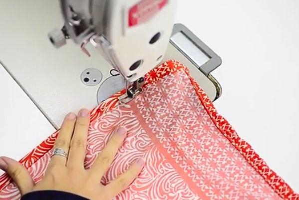 costura del segundo dobladillo para pareo de tela