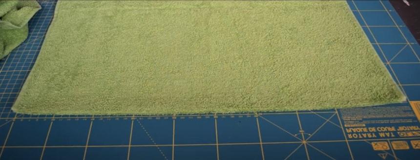 corte de la primera tela de la toalla