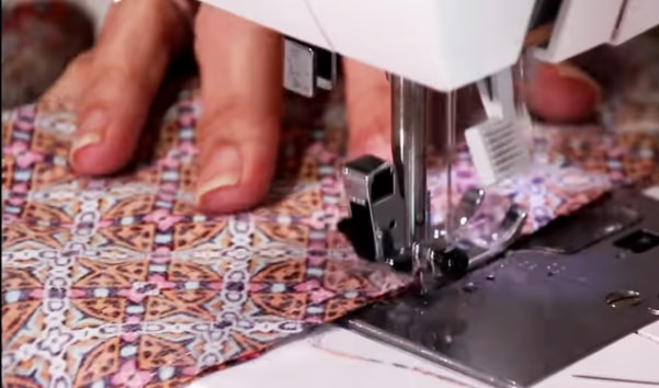 costura de la tela e sus laterales internos