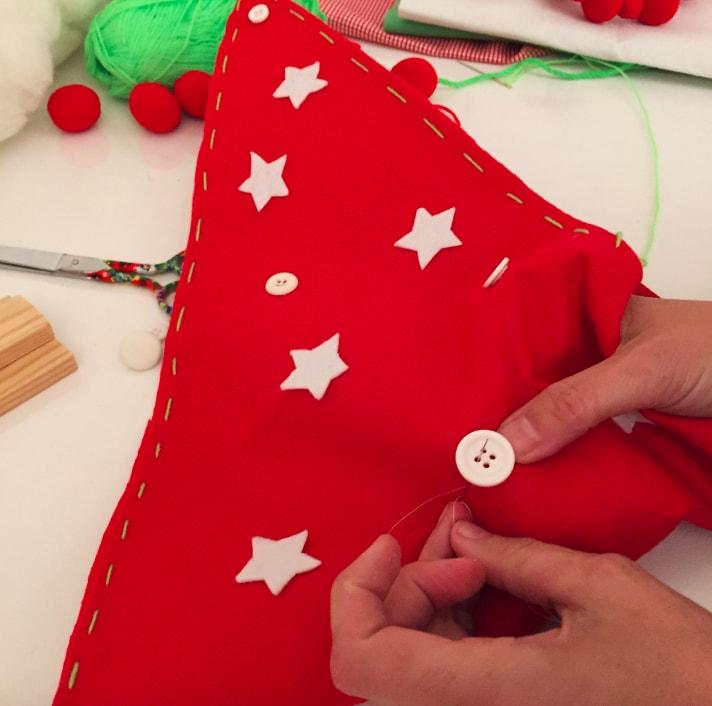 decoración de triangulos de tela para arbol