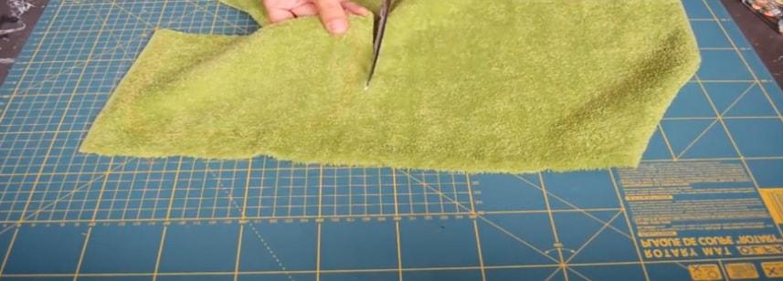 dibujo y corte en la teal de toalla