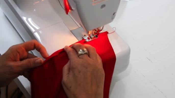dobladillo de la parte baja de la manga de tela
