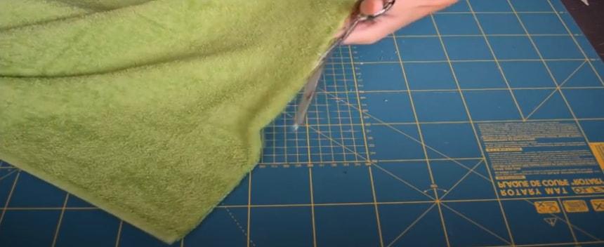 doble y corte de tela para la boca del sapo