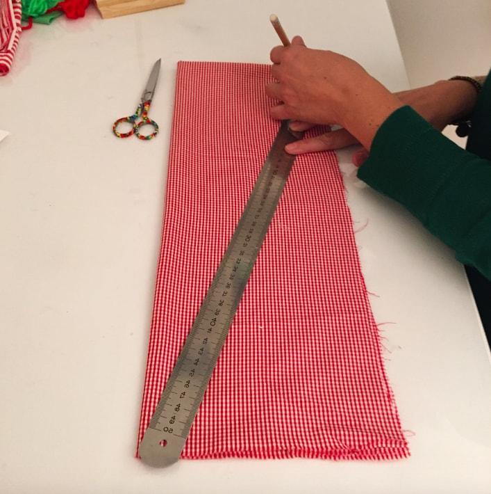 dibujo de triangulo sobre la tela para arbol