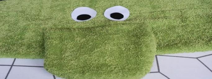 pegado de ojos del sapo en la tela