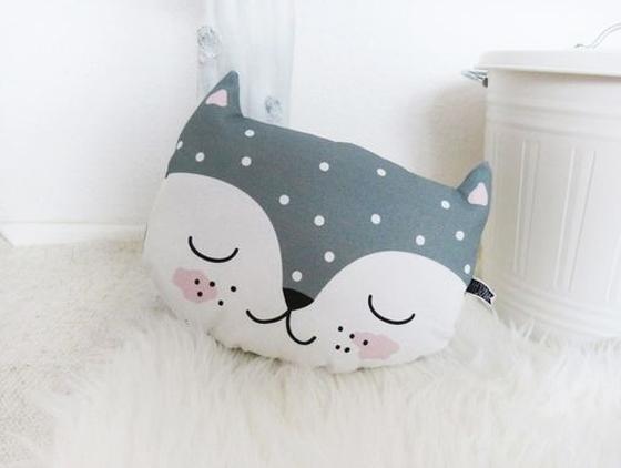 almohadón de tela con forma de gato extratip