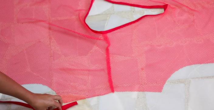 realización de las mangas para vestido de tela