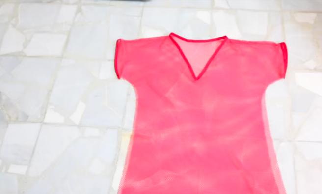 unión de laterales de la tela para vestido