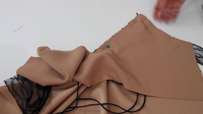 colocación de plantillas para blusa lencera de tela