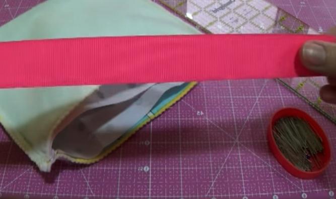 corte de cinta para bolsita de tela de cuna