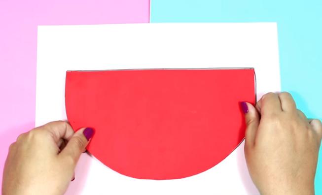 corte de las primeras dos telas grandes para cartuchera de sandia