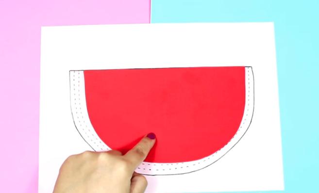 corte de las tres cuartas partes de telas  para cartuchera de sandia