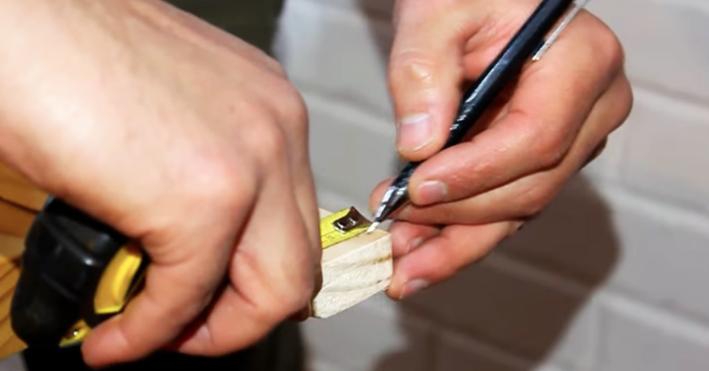 marcado de agujeros en listones cortos para biombo de tela
