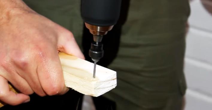 realizacion de agujeros para biombo de tela