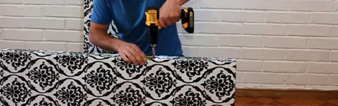 realización de perforación para bisagras en biombo de tela