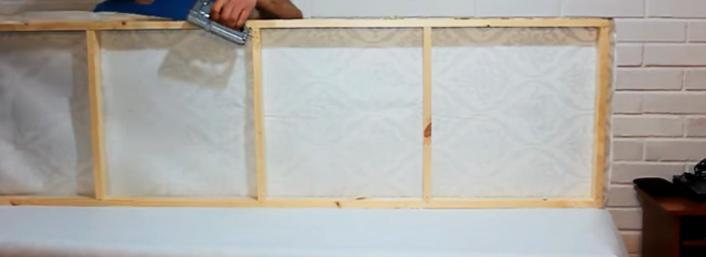 terminación de colocación de tela para biombo