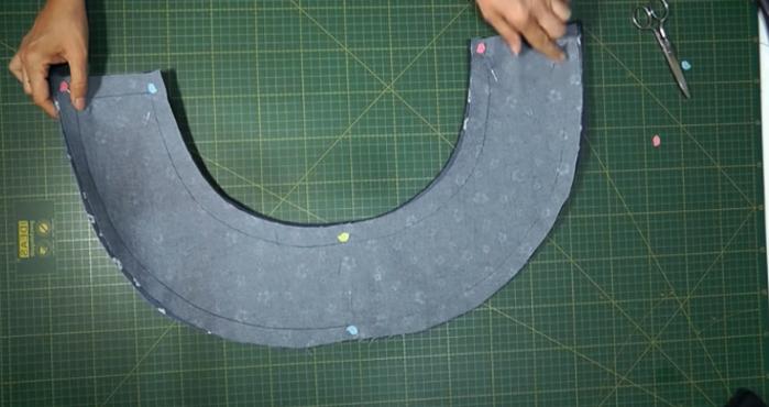 unión de las telas con goma eva para sombrero