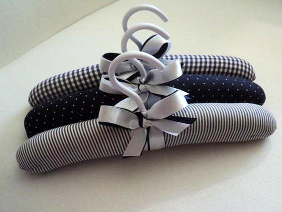 Cómo decorar una percha con tela.