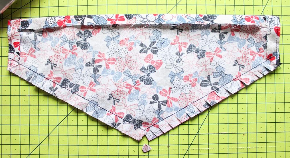 cortes sobre tela para bandana de mascota