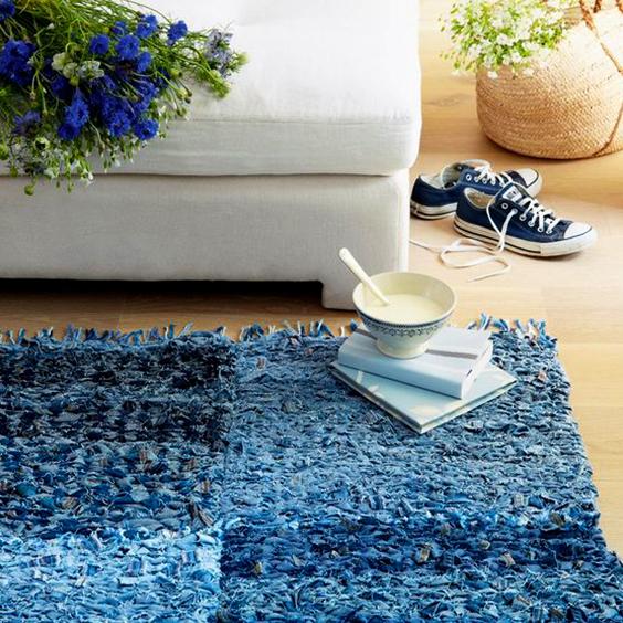 Cómo hacer una alfombra de telas.