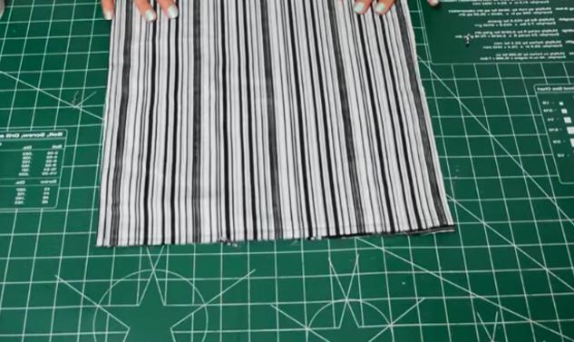 costura de piezas de tela para organizador de zapatos