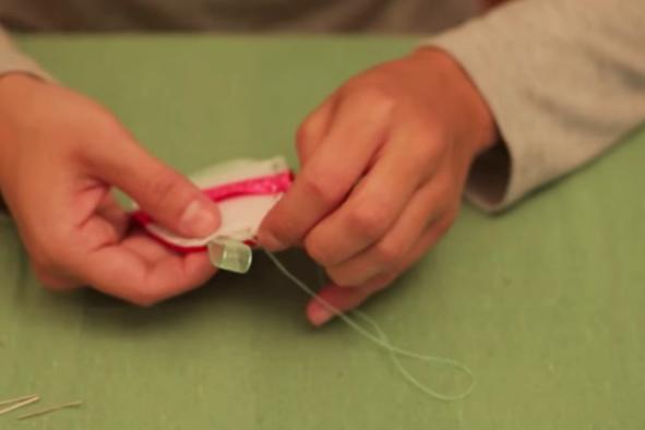 costura de tela para huevo de pascua