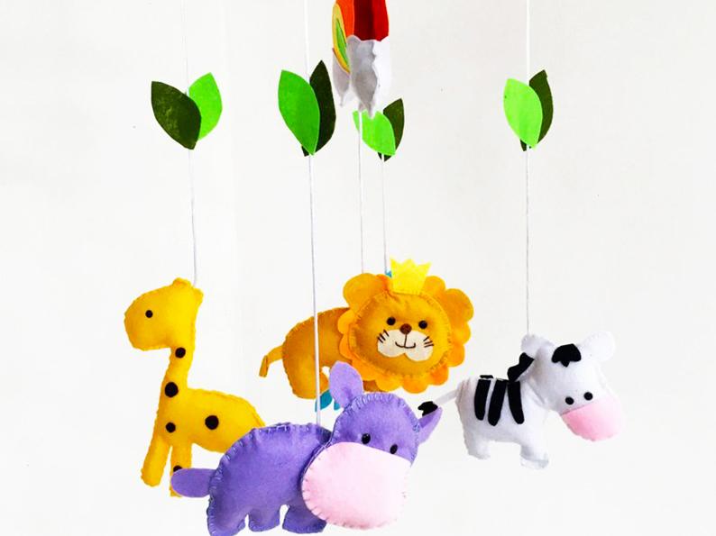 Cómo hacer un móvil de animales de tela.