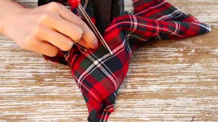 corte de tela por la mitad para renovación de zapatos