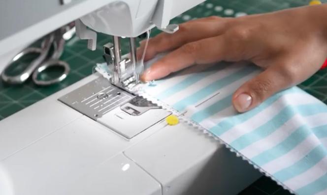 costura de encaje con telas para porta rollo