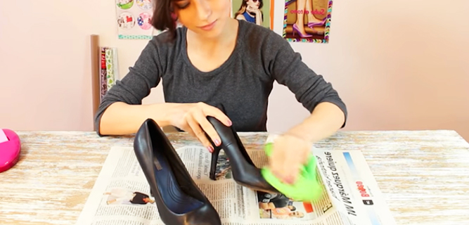 limpieza de zapatos para renovación con tela