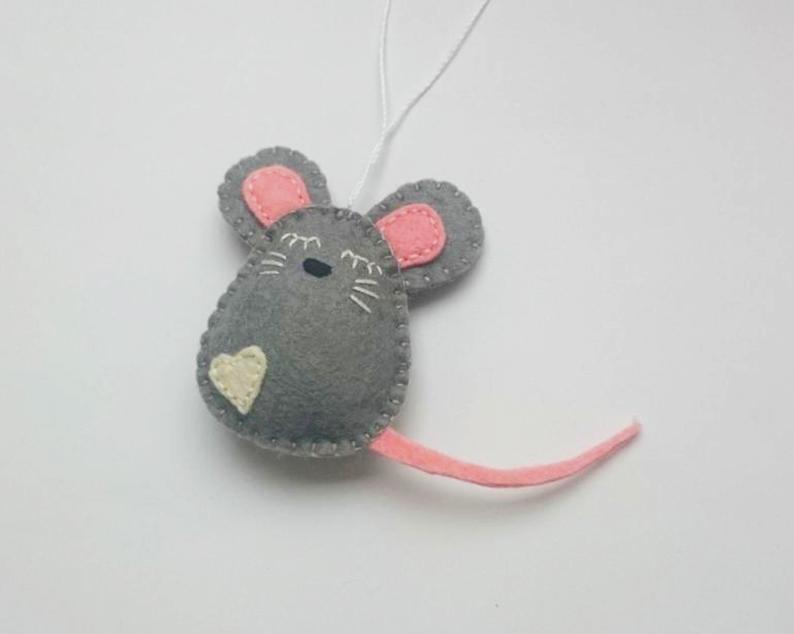 Cómo hacer un ratoncito de tela para tu mascota.