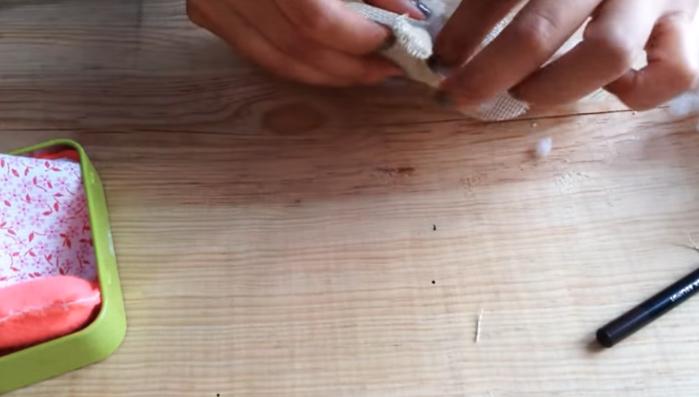 relleno y costura final de cuerpo para ratoncito de tela